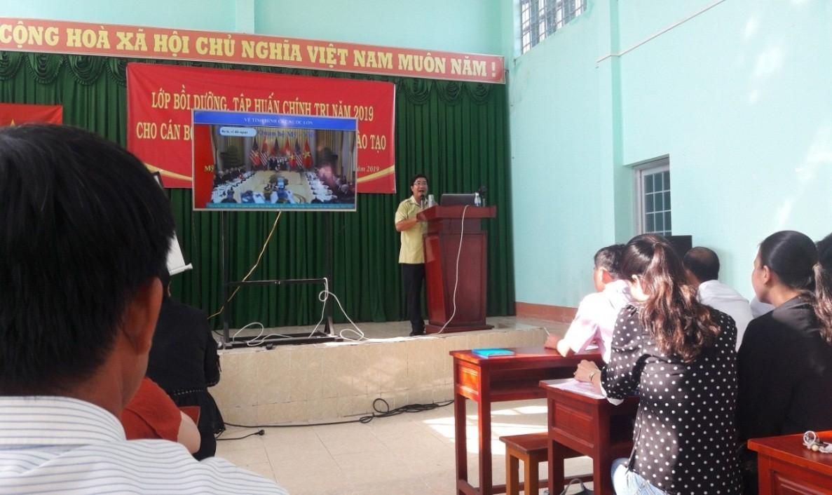 Ông Ths Võ Thanh Xuân; Ủy viên Ban Thường vụ, Trưởng Ban Tuyên giáo Huyện ủy, Giám đốc Trung tâm bồi dưỡng chính trị huyện Vĩnh Thuận