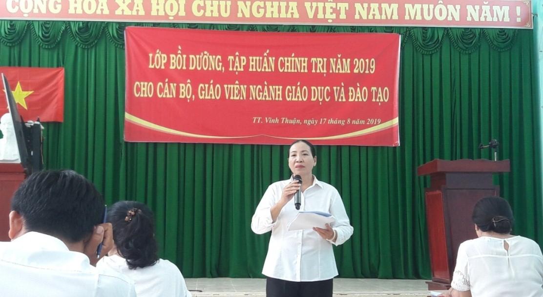 Bà Ngô Thị Ngọc Hạnh; Phó Trưởng phòng Giáo dục và Đào tạo Vĩnh Thuận